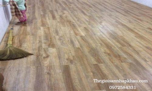 Phòng khách sử dụng sàn nhựa keo dính M-001