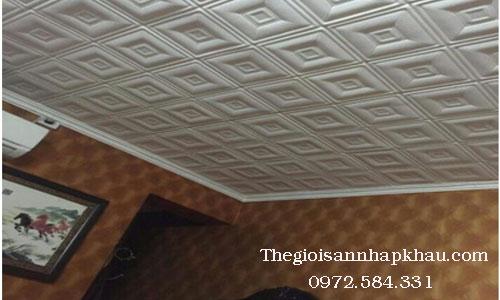 Sử dụng xốp dán tường 3d giả da ô vuông cho trần nhà